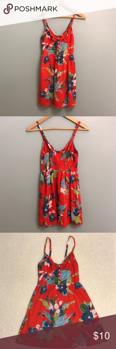 ❄️ Hollister Dress Cute Hollister Dress with a double layer skirt and adjustable straps. Hollister Dresses