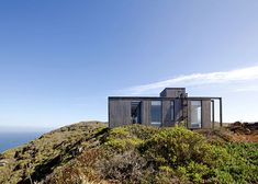 Cliff-top house in Chile by Mas Fernandez faces out across the ocean