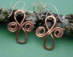Infinity celtico spirali rame orecchini - gioielli celtici - martellati ciondola filo metallo - regalo di Natale di donne, orecchini celtici