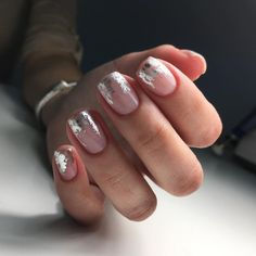 ongles design manucure nude touches foil nail art Applying nail polish is fairly difficult for Foil Nail Art, Foil Nails, Nails With Foil, Foil Art, Accent Nails, Pink Nails, My Nails, Foil Nail Designs, Negative Space Nails