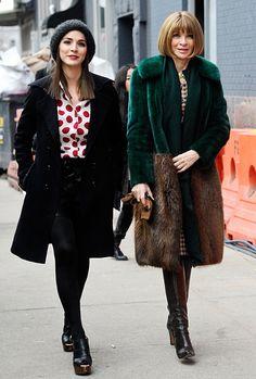 New York Fashion Week Anna Wintour met dochter Bee Shaffer Fashion Editor, Fashion Week, Winter Fashion, Fashion Trends, Vogue, Vanity Fair, Bee Shaffer, Anna Dello Russo, Anna Wintour Style