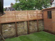 Looking for ideas to decorate your garden fence? Add some style or a little privacy with Garden Screening ideas. See more ideas about Garden fences, Garden privacy and Backyard privacy. Garden Privacy Screen, Privacy Walls, Backyard Privacy, Backyard Landscaping, Modern Garden Design, Contemporary Landscape, Garden Screening, Screening Ideas, Reed Screening