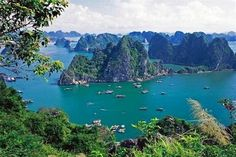 Top book center of Vietnam record Organization has just nominated 10 most breathtaking bays in Vietnam. Visitors cannot miss the romantic and stunning scenery of beaches.