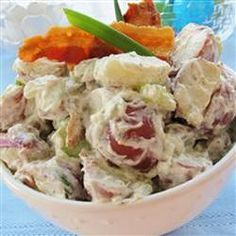 Texas Ranch Potato Salad - This is not your usual mustard mayo potato salad. These potatoes are slathered in a rich ranch dressing and bacon pieces. My family and friends love this potato salad! It is requested at every cook-out. Summer Recipes, New Recipes, Salad Recipes, Cooking Recipes, Favorite Recipes, Recipies, Ranch Potato Salad, Ranch Potatoes, Potato Dishes