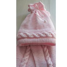 Here you will find 10 free crochet baby sweater patterns to give it a go. You will see crochet baby cardigan styles as well as slip-over classic sweaters. Crochet Baby Sweater Pattern, Cardigan Bebe, Crochet Baby Sweaters, Baby Sweater Patterns, Crochet Cardigan Pattern, Crochet Baby Clothes, Baby Patterns, Baby Knitting, Crochet Patterns