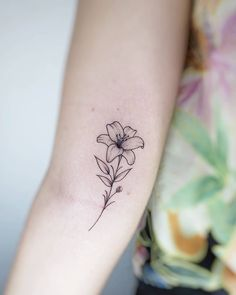 Lily Floral Tattoo Sarah Michelle Black Gold Tattoo Co Small Lily Tattoo, Lilly Flower Tattoo, Jasmine Flower Tattoos, Lillies Tattoo, Delicate Flower Tattoo, Mini Tattoos, Cute Tattoos, Small Tattoos, Leaf Tattoos