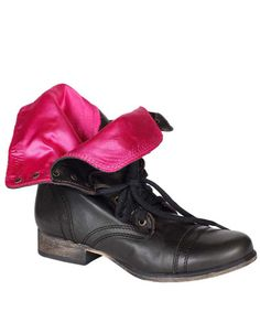 I got some of these boots today... But I wish mine had pink on the inside like these. :(