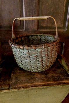 Vintage French Soul ~Old basket. ♡ ~Rustic Living ~GJ *  www.rusticlivingbygj.blogspot.nl