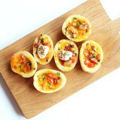 朝食やおつまみに!ジャガイモが器の「ポテトボート」を作ろう - macaroni