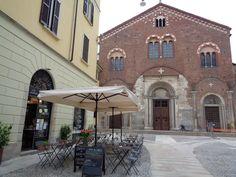 Milano - Piazza San Simpliciano https://lefotodiluisella.blogspot.it/2017/05/colazione-libreria-del-mondo-offeso.html