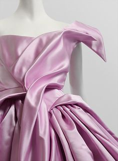 Vivienne Westwood (British, b. Purchase, Friends of The Costume Institute Couture Details, Fashion Details, Timeless Fashion, Fashion Design, Vivienne Westwood, Pink Fashion, Runway Fashion, Haute Couture Fashion, New Wedding Dresses