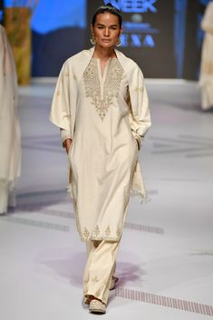 Latest LFW 2019 Anita Dongre Outfits Are All Under 1 Lakh! LFW 2019 Anita Dongre collection has lehengas all priced under INR If you are looking for some pre-wedding designer lehengas, then this post is for you Eid Dresses, Indian Dresses, Indian Outfits, Indian Clothes, Outfit Essentials, Anita Dongre, Latest Salwar Suit Designs, Embroidery On Clothes, Embroidery Suits