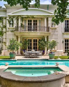 Elevated spa Neoclassical Gated French Villa Located In Benedict Canyon French Mansion, Modern Mansion, French Villa, Neoclassical Architecture, Classic Architecture, Dream Mansion, Mansions Homes, Real Estate Photography, Classic House