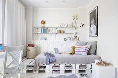 """Find and save images from the """"Room inspiration"""" collection by Mette Boelt Alrø Lerche (MetteBoelt) on We Heart It, your everyday app to get lost in what you love. Awesome Bedrooms, Cool Rooms, Pallet Room, Crate Bed, Diy Bett, Deco Kids, Dreams Beds, Simple Bed, Diy Pallet Furniture"""