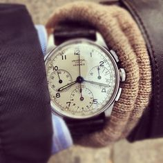 Universal Geneve - Chronograph (Model: Compax). Circa - 1940s - classic Stainless Steel Three Register 'Tri-Compax' Chronograph with Silver Satin Dial and Rectangular Pushers.