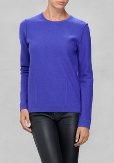 A soft wool pullover featuring a clean and straight silhouette.