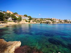 Weg met het imago van feesteiland. Een vakantie op #Mallorca heeft het allemaal: een chique hoofdstad, witte stranden en een waanzinnig mooie binnenland!