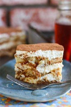 Sweet Tea Tiramisu Tiramisu Bread Pudding Baileys and Hot Chocolate Tiramisu Greek Sweets, Greek Desserts, Just Desserts, Delicious Desserts, Yummy Food, Healthy Food, Sweet Recipes, Cake Recipes, Dessert Recipes