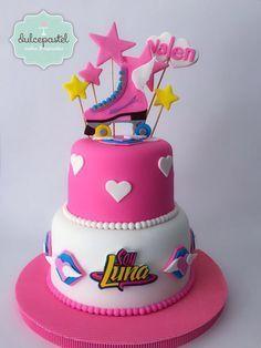 Torta Soy Luna en Envigado by Dulcepastel.com #Soyluna #rollerskate ⛸#tortasoyluna #luna #karolsevilla #tortasmedellin # #tortastematicas #cupcakes #cupacakesmedellin #tortasdecoradas #cupcakes #tortasfrias #tortasfondant #tortasartisticas #tortasporencargo #reposteria #medellin #envigado #colombia #antioquia #tortasenvigado #redvelvet #redvelvetcake