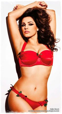 Famous Supermodel Kelly Brook Lingerie Photoshoot 05