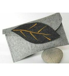 Felt Leaf Hand Clutch - Lavish-Look Gorgeous Felt Clutch, Felt Purse, Clutch Bag, Felt Bags, Felt Diy, Felt Crafts, Fabric Crafts, Felt Sheets, Felt Leaves