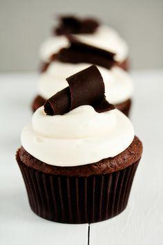 Perfectly chic Black Tie Cupcakes. #cupcakes #baking #food #cooking #elegant #wedding #chocolate #dessert