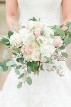Pastel wedding bouquet idea - classic bouquet  {MALLORI MA | Photography}