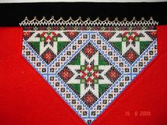 Bilderesultater for brystduk Traditional Outfits, Cross Stitch Patterns, Needlework, Diy And Crafts, Embroidery, Beads, Rugs, Design, Hardanger