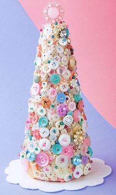 "A cool button tree project from the book ""button it up"" by Susan Beal #Christmas #craft"