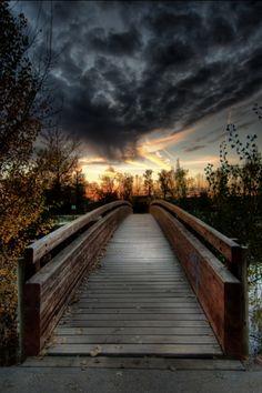 Após a negra noite e/ou tempestade, o sol raia nos revelando o cuidado de Deus para conosco.  Sunset