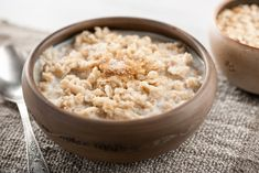 While there are plenty of emergency food options out there, not all of them are healthy from a nutrition standpoint. Here are some healthy options. Oatmeal Recipes, Apple Oatmeal, Good Foods To Eat, Foods To Avoid, Diabetic Recipes, Healthy Recipes, Healthy Foods, Healthy Eating, Yummy Recipes