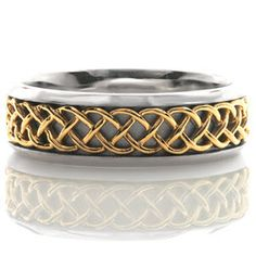 Interwoven strands of yellow gold creates a distinct Celtic pattern down the…