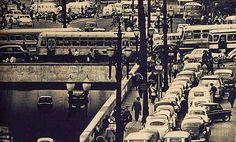 1964 - Foto do centro de São Paulo publicada na revista Quatro Rodas para uma reportagem sobre o trânsito.