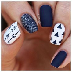 uñas blancas con negro white nails with black Navy Blue Nails, Pink Nails, Red Nail, Blue And White Nails, Blue Matte Nails, Blue Gel, White Glitter, New Nail Designs, Acrylic Nail Designs