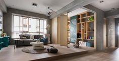 La divisione degli spazi dell'appartamento ha puntato a creare un ampio living che potesse anche diventare una stanza per il gioco dei bambini