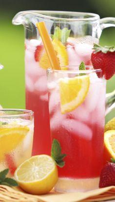 Prickelnde Limonade ganz leicht selber machen: http://www.bildderfrau.de/rezepte/limonade-selber-machen-s1498044.html #limonade