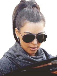 Ponytail Hairstyle from Kim Kardashian High Quality Oakley Radar Visor Black Leopard AKE Is The Symbol Of The Top Social Status!High Quality Oakley Radar Visor Black Leopard AKE Is The Symbol Of The Top Social Status! Kim Kardashian Ponytail, Estilo Kardashian, Kardashian Jenner, Kim Kardashian Sunglasses, Khloe Kardashian Style, Kardashian Beauty, Celebrity Sunglasses, Ponytail Hairstyles, Hairstyles Haircuts