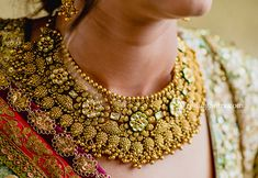 WeddingSutra presents 10 bridal gold chokers by bridal jewelry brand Azva. These traditional chokers are editor approved as well as chosen by brides-to-be Kids Gold Jewellery, Gold Jewelry Simple, Rose Gold Jewelry, Branded Jewellery, Jewelry Art, Jewelry Design, Wedding Jewelry For Bride, Bridal Jewelry, Chanel Jewelry