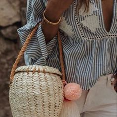 Creo que son totalmente adictivos estos bolsos !!! #bag #instagood #cute #instalook #instalove #instagram #instasize#instadaily #tuesday #sunny #summer #sunset #igers #ootd #streetstyle #pictureperfect #photography #picoftheday #like4like #follow4follow #style #life #lifestyle #blogger #love#fashion#moda#outfit#goodvibes#flowers