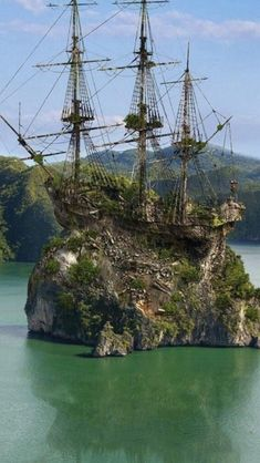 Ideas pirate boats ocean for 2019 Abandoned Ships, Abandoned Places, Abandoned Houses, Ship Tattoo Sleeves, Tall Ships Festival, Bateau Pirate, Pirate Boats, Old Sailing Ships, Ship Drawing
