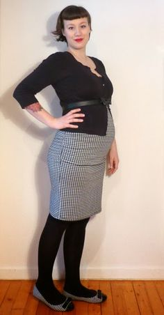 Houndstooth love: Megan Nielsen Ruched Maternity Skirt MN1008 Maternity Skirt, Maternity Fashion, Maternity Style, Pregnancy Wardrobe, Houndstooth, My Style, Skirts, Parenting, Sew