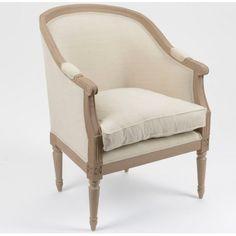 Tapicerowany fotel w stylu prowansalskim w jasnym odcieniu.  Więcej na: www.lawendowykredens.pl
