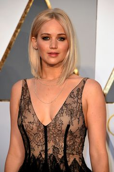 Pin for Later: Jennifer Lawrence Had Jaws Firmly on the Floor With Her Truly Stunning Oscars Appearance Beautiful Celebrities, Beautiful Actresses, Beautiful Women, Jennifer Lawrence Oscar, Jennifer Laurence, Bold Makeup Looks, Actrices Sexy, Oscar Dresses, Katniss Everdeen