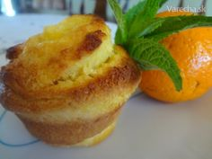 Pomarančovo-kokosové muffiny (fotorecept) Sem Internet, Cupcakes, Gardening, Breakfast, Food, Basket, Morning Coffee, Cupcake Cakes, Lawn And Garden