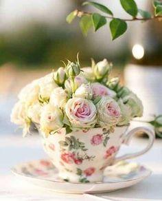 Centros de boda: Fotos de originales y elegantes diseños - Centro de mesa para bodas presentado en una taza