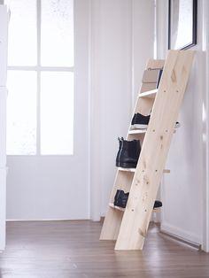 Simples DIY-Schuhregal aus Holz Ladder Bookcase, Dyi, Upcycling, Diy Shoe Rack, Diy Wood, Home Decoration, Wood Ideas, Cloakroom Basin, Good Ideas