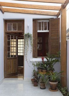 Pin on 인테리어 Small House Model, House Exterior, Home Interior Design, Dallas House, Narrow House, House Design, Minimal House Design, Tiny House Design, Home Deco