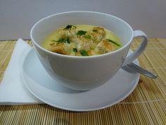 Csicseriborsó krémleves - egyszerű és nagyszerű! Hozzávalók: 20 dkg csicseriborsó 1 liter zöldség alaplé vagy maradék húsleves  2 dl 10 %-os főzőtejszín 2 szelet kenyér 1 gerezd fokhagyma 1 mokkáskanál só (nem biztos, hogy kell) 1 kiskanál fehér bors (lehet kevesebb) 1 mokkáskanál őrölt kömény 1 kiskanál citromlé (ízléstől függően) 1/2 csokor petrezselyem Lentils, Chickpeas, Cheeseburger Chowder, Mashed Potatoes, Beans, Soup, Yummy Food, Ethnic Recipes, Cooking Ideas