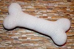 Du kannst ganz einfach einen kleineren Knochen häkeln. Folge einfach dieser kostenlosen Amigurumi Anleitung. Gehäkelte Knochen sind eine tolle Dekoration für Halloween, eignen sich aber auch als Schlüsselanhänger oder Tierspielzeug. Vorkenntnisse: Amigurumi - Kleineren Knochen häkeln Fadenring (einfach oder doppelt)