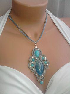 Metal Jewelry, Boho Jewelry, Jewelry Crafts, Jewelery, Jewelry Accessories, Soutache Pendant, Soutache Necklace, Handmade Beaded Jewelry, Jewelry Making